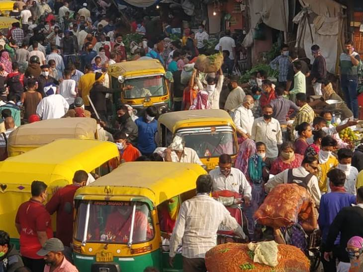 કાલુપુર શાકમાર્કેટમાં લોકો ભાન ભૂલ્યાં