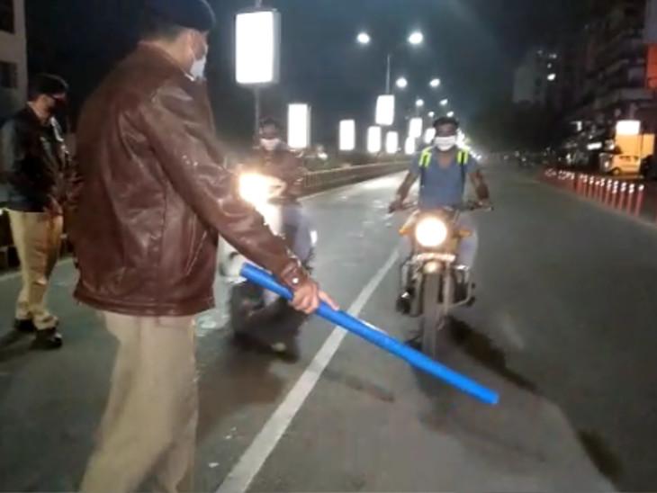 શહેરના તમામ વિસ્તારોમાં સન્નાટો, રાતના 9 વાગ્યે મધરાતના 2 વાગ્યા જેવો માહોલ, તમામ મુખ્ય માર્ગો સહિત ચોકમાં પોલીસ પેટ્રોલિંગ શરૂ|રાજકોટ,Rajkot - Divya Bhaskar