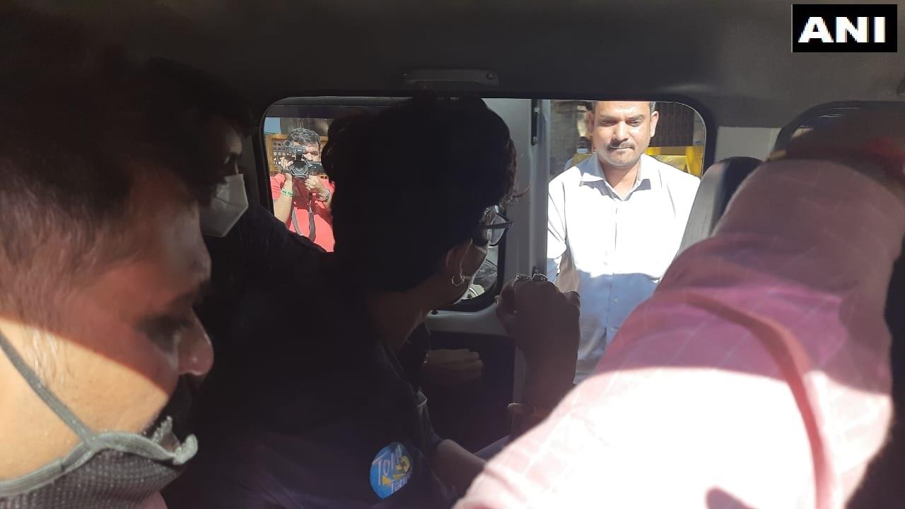 ભારતીની સાથોસાથ તેના પતિ હર્ષ લિંબાચિયાને પણ NCBની ઑફિસે લાવવામાં આવ્યો હતી