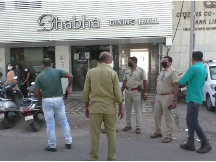 રાજકોટમાં 3 દિવસમાં સોશિયલ ડિસ્ટન્સનો ભંગ થતી 15 મિલકત સીલ કરવામાં આવી, આજે ભાભા હોટલમાં ચેકિંગ રાજકોટ,Rajkot - Divya Bhaskar