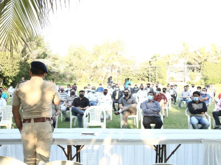 અમદાવાદમાં લગ્ન સમારોહ દરમિયાન જાહેરમાં વરઘોડો નહીં કાઢી શકાય; જાનૈયાઓ-મહેમાનો અને કેટરર્સ સહિત કુલ 100 લોકોને જ મંજૂરી અમદાવાદ,Ahmedabad - Divya Bhaskar