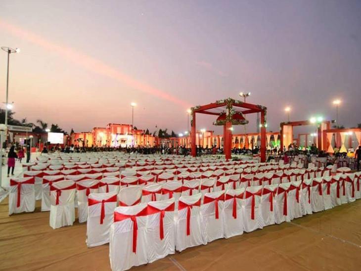 રાજકોટમાં અમુક લોકોએ રાતનાં લગ્ન દિવસે રાખ્યાં, કેટલાકે લગ્ન કેન્સલ કરી દોઢ-બે લાખની ડિપોઝિટ જતી કરી રાજકોટ,Rajkot - Divya Bhaskar