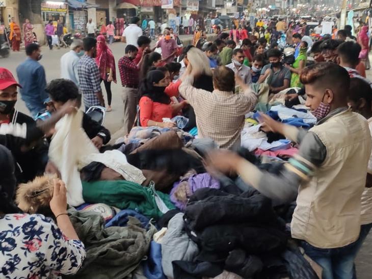વાપીમાં રવિવારી બજારમાં કોરોનાના ડર વિના ખરીદી કરતા લોકો