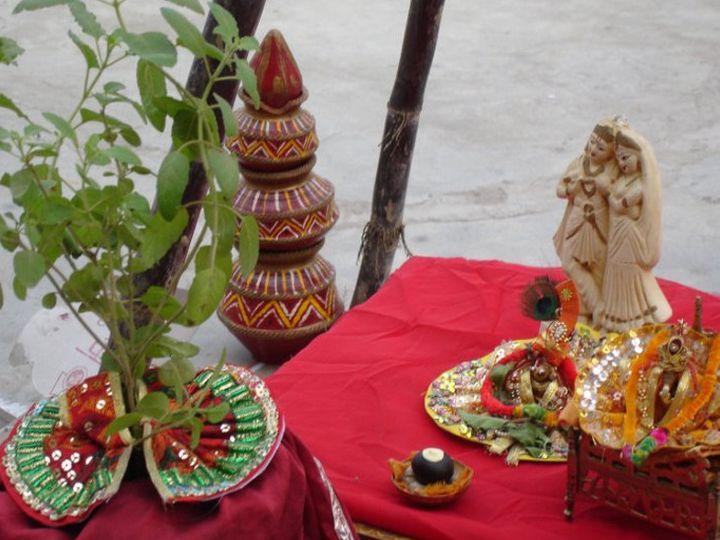 તુલસી સાથે શાલિગ્રામના લગ્ન કેમ કરવામાં આવે છે? ઘરમાં તુલસી હોય તો કઇ 10 વાતોનું ધ્યાન રાખવું જોઇએ?|ધર્મ,Dharm - Divya Bhaskar