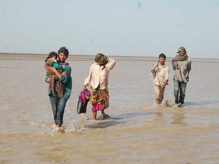 રણમાં પાણી ફરી વળતા અગરિયાઓ મુશ્કેલીમાં મુકાયા
