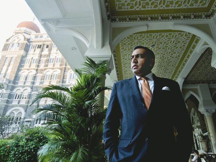 મુંબઈમાં 2008માં થયેલા આતંકી હુમલાની વચ્ચે કરમબીર સિંહ કાંગ તાજ હોટલના મેનેજર હતા. - Divya Bhaskar