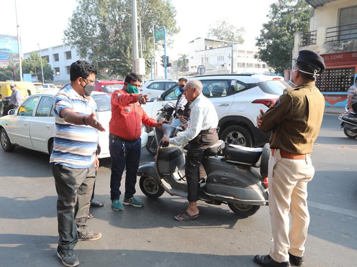 અમદાવાદ શહેરમાં રોજના 1 હજાર લોકો માસ્ક ન પહેર્યાનો 10 લાખ દંડ ભરી રહ્યા છે, માસ્ક વિના ફરતા 143 લોકોના ટેસ્ટ કરાયા, ચાર પોઝિટિવ આવ્યા અમદાવાદ,Ahmedabad - Divya Bhaskar