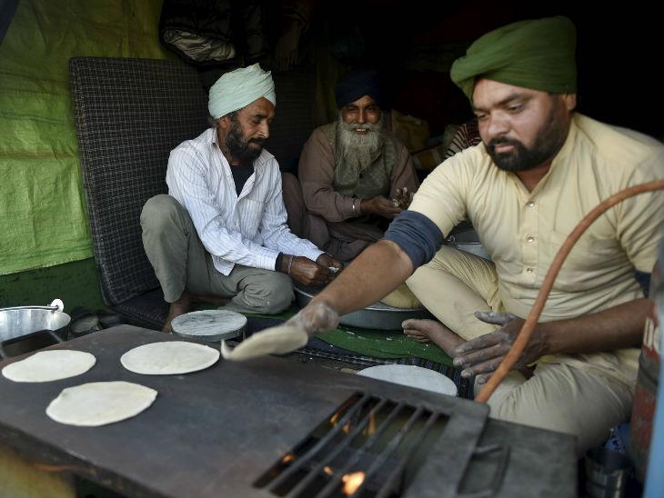 ખેડૂતો ભોજન બનાવવાની વ્યવસ્થા કરીને આવ્યા છે. બોર્ડર પર જ ભોજન બનાવી રહ્યા છે