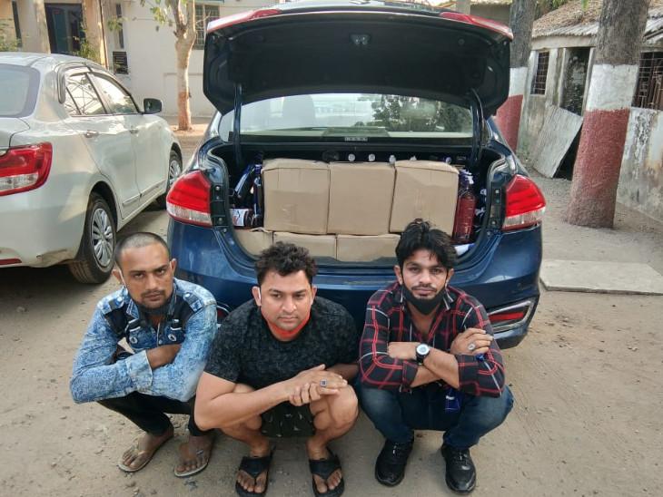 દારૂ સાથે ઝડપાયેલા 3 આરોપીઓ - Divya Bhaskar