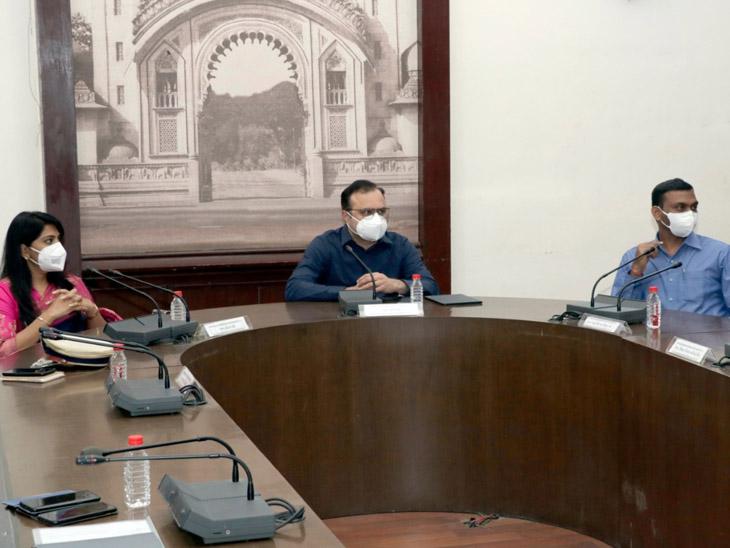 ખાસ ફરજ પરના અધિકારીઓ સાથે યોજાઈ હતી પરામર્શ બેઠક. - Divya Bhaskar