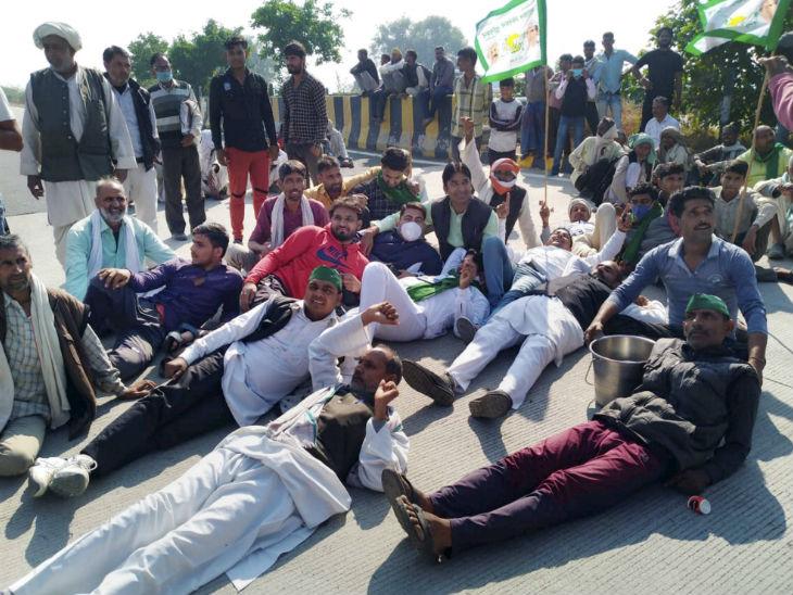 પોલીસ દ્વારા માર્ગો પર અટકાવવામાં આવતા ખેડૂત માર્ગો પર સુઈ ગયા