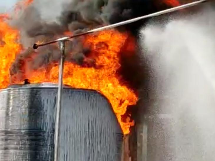 ઝઘડિયાની એશિયાટિક ફાર્મા કંપનીમાં ભીષણ આગ : કોઇ જાનહાનિ નહીં|ઝઘડિયા,Jhagadia - Divya Bhaskar