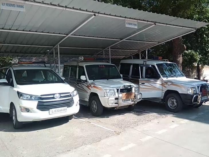 SITના અધિકારીઓ બેઠકમાં પહોંચ્યા હતા
