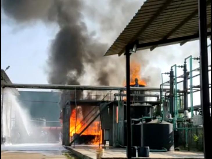 ઝઘડીયા જીઆઈડીસીની ફાર્મા કંપનીના ETP પ્લાન્ટમાં લાગેલી આગ પર ફાયરબ્રિગેડે કાબૂ મેળવ્યો|ઝઘડિયા,Jhagadia - Divya Bhaskar