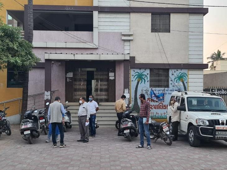 હાલોલ નગર પાલિકામાં  ગાંધીનગર વિજિલન્સની ટીમ દ્વારા તપાસ હાથ ધરાતા ખળભળાટ મચી ગયો છે - Divya Bhaskar