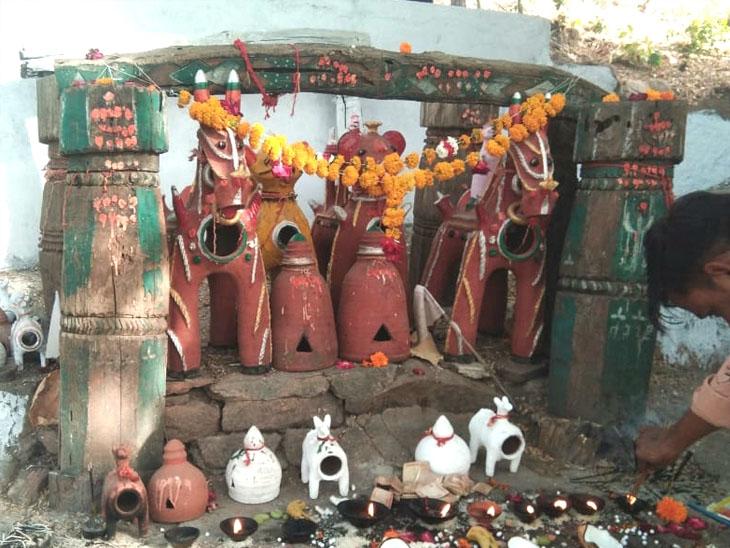 છોટાઉદેપુર જિલ્લાના આદિવાસી વિસ્તારોમાં દેવદિવાળીની આસ્થાભેર ઉજવણી થાય છે. - Divya Bhaskar