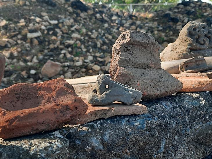 ાણકદેવીના મહેલ પાસેથી પ્રાચીન માટીના વાસણોના અવશેષો મળ્યા હતા. - Divya Bhaskar