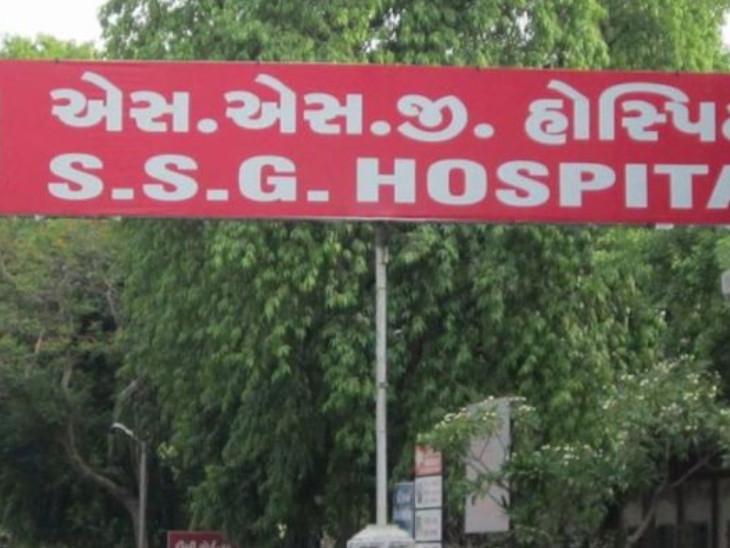 જમવાના મુદ્દે હુમલો થયા બાદ ઈજાગ્રસ્તને સારવાર અર્થે હોસ્પિટલમાં ખસેડવામાં આવ્યો હતો. - Divya Bhaskar