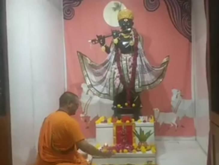 દેવ દિવાળી નિમિત્તે અમદાવાદના ચિન્મય મિશન પરમધામ મંદિર ખાતે શ્રીકૃષ્ણપૂજા કરવામાં આવી|અમદાવાદ,Ahmedabad - Divya Bhaskar