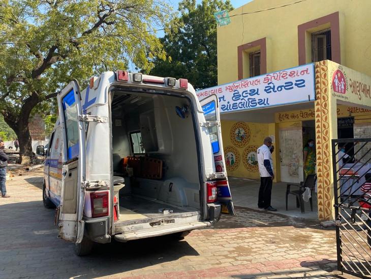 અમદાવાદના ચાંદલોડિયા અર્બન હેલ્થ સેન્ટરમાં ગર્ભવતી મહિલા તપાસ કરાવવા પહોંચી, દુખાવો ઉપડતા 108માં જ પ્રસૂતિ કરવામાં આવી|અમદાવાદ,Ahmedabad - Divya Bhaskar