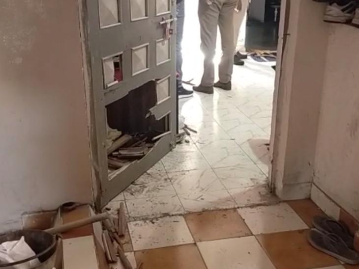 મહિલા પીએસઆઇએ અંદરથી દરવાજો બંધ કરી આપઘાત કરતાં દરવાજો નીચેથી તોડવો પડ્યો હતો.