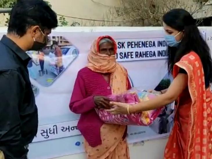 અમદાવાદમાં ફૂટપાથ પર રહેતા ગરીબો અને અનાથ લોકોને હ્યુમન ડેવલપમેન્ટ ફેડરેશન ઓફ ઈન્ડિયાએ ઠંડીથી બચવા ધાબળાનું વિતરણ કર્યુ અમદાવાદ,Ahmedabad - Divya Bhaskar