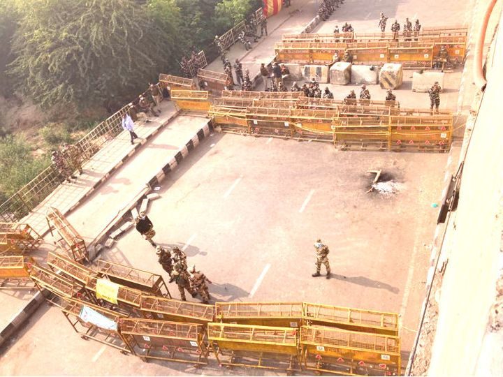 Police have barricaded the Delhi-UP Ghazipur border in three layers.