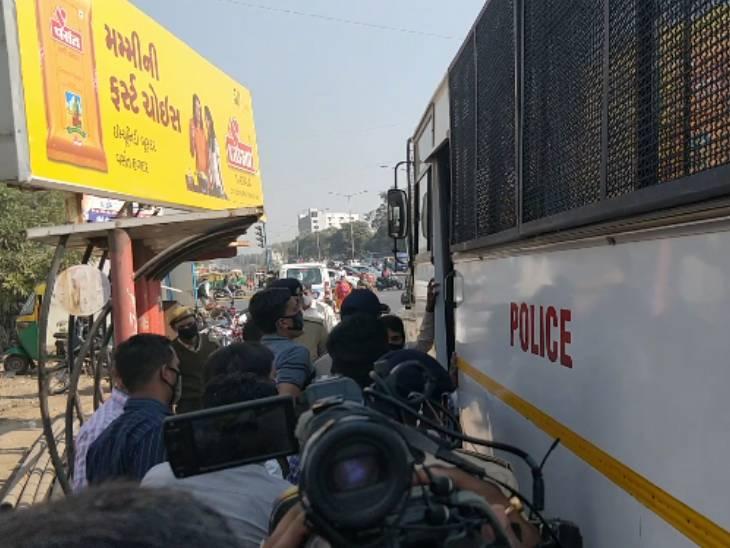 પોલીસે NSUIના કાર્યકરોની ધરપકડ કરી