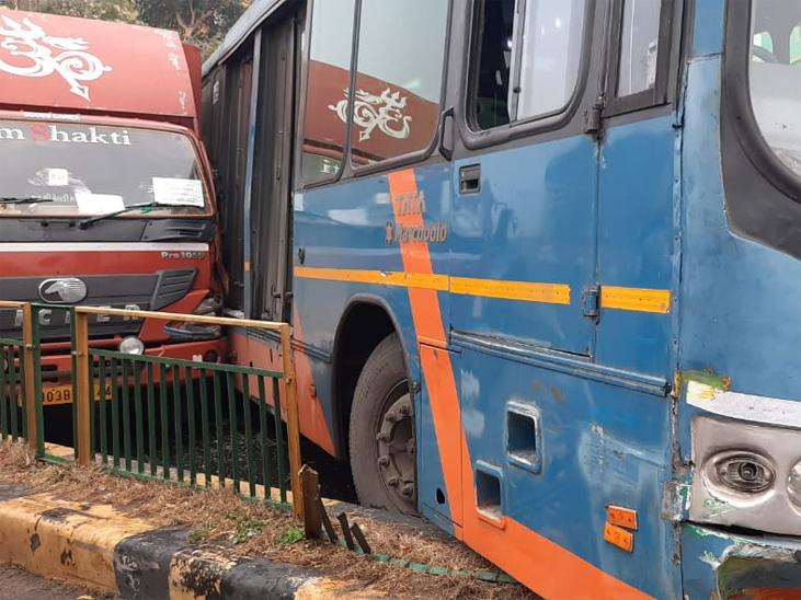 ચંદ્રનગર તરફ જતા BRTS બસ કોરિડોરમાં દાખલ થતી હતી.