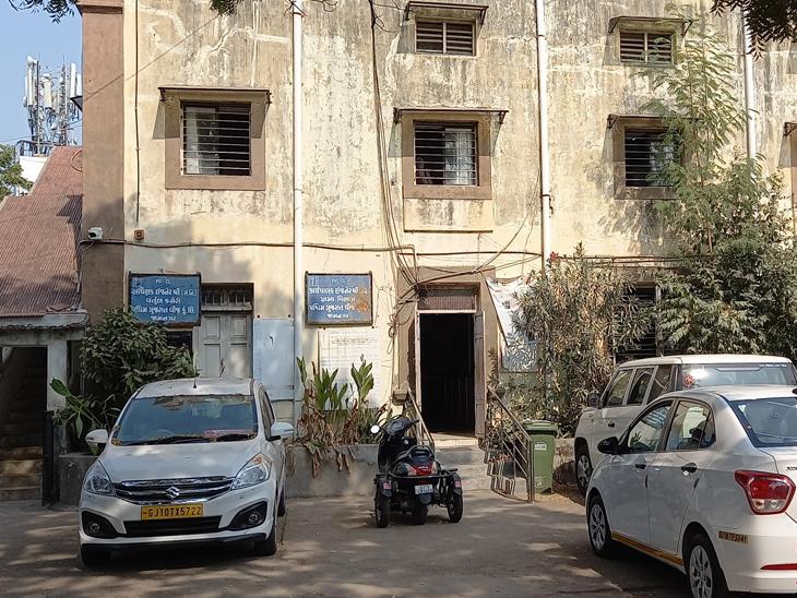 જામનગર વીજ કંપની સંતોષકારક સેવામાં વામણી કારણ રૂ.2.32 લાખની ક્ષમતા સામે 2.69 લાખ ગ્રાહકો|જામનગર,Jamnagar - Divya Bhaskar