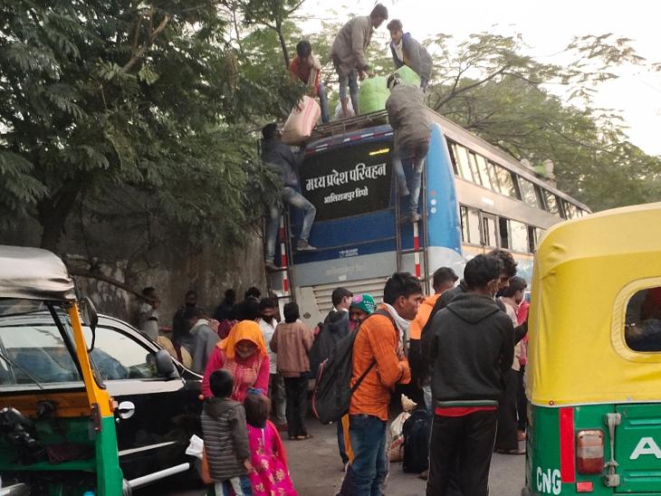 કોવિડ ટેસ્ટિંગથી બચવા બસ ડેપોમાં પ્રવેશને બદલે ગરનાળા પહેલાં ખાલી કરી બેદરકારી|સુરત,Surat - Divya Bhaskar