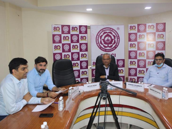 સુરતના અધિકારીઓએ ઉદ્યોગકારોને GST કાયદા હેઠળ આગામી અમલી થનાર QRMP સ્કીમ બાબતે માર્ગદર્શન આપ્યું|સુરત,Surat - Divya Bhaskar