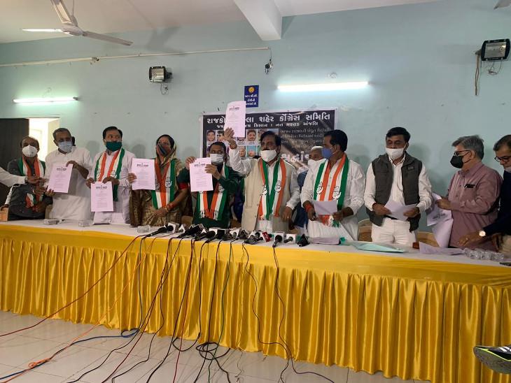 રાજકોટમાં કોંગ્રેસે કૃષિ બિલના કાયદાના પત્રકો ફાડી વિરોધ કર્યો, કહ્યું- ખેડૂતોને પાકિસ્તાની તરફી અને આતંકવાદી કહેવા એ ભાજપનો કોમન એજન્ડા છે|રાજકોટ,Rajkot - Divya Bhaskar