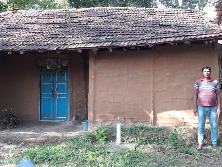 ભેસુદલા ગામના લાભાર્થીનું જર્જરીત ઘર. - Divya Bhaskar