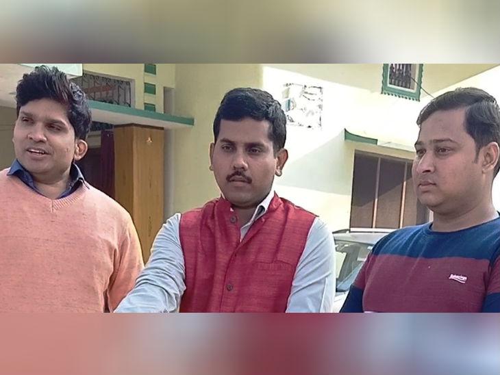 નાના ભાઈએ મોતીની ખેતી શરૂ કરી, જે પછી બે મોટા ભાઈ પણ નોકરી છોડીને તેની સાથે જોડાઈ ગયા, બે વર્ષમાં નફો 4 ગણો વધ્યો; PM મોદીએ પણ વખાણ કર્યા|ઓરિજિનલ,DvB Original - Divya Bhaskar