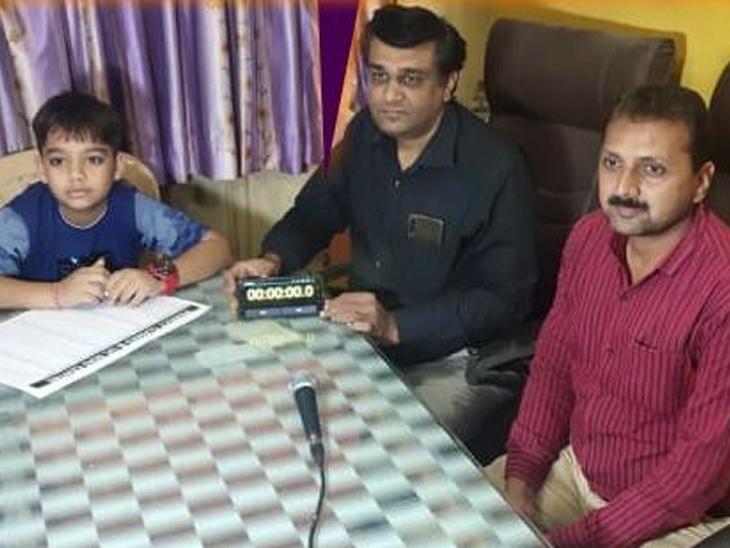 ગોંડલનો 12 વર્ષનો વિદ્યાર્થી એક મિનિટમાં 89 દાખલા ગણી વર્લ્ડ રેકોર્ડઝ ઇન્ડિયામાં સામેલ|ગોંડલ,Gondal - Divya Bhaskar