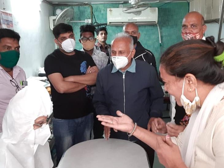 દર્દીએ સગાને જાણ કરી સગાએ હોસ્પિટલને ફોન કરવા છતાં મદદ ન મળતા જીવ ગુમાવતા પરિવારજનોનો હોબાળો
