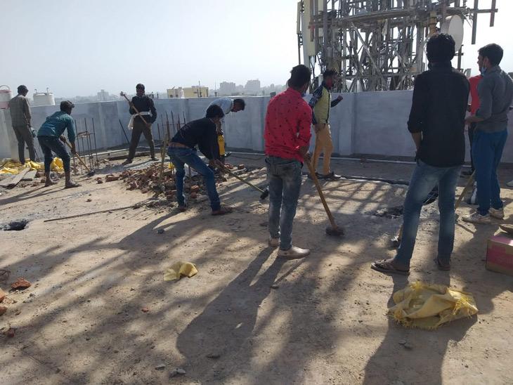 જમાલપુરમાં આઠ માળનું ગેરકાયદે બિલ્ડિંગ તોડાયું, અનેક નોટિસ છતાં બાંધકામ ચાલુ રાખ્યું હતું|અમદાવાદ,Ahmedabad - Divya Bhaskar