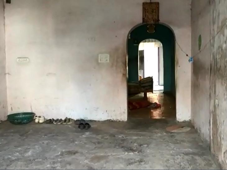 આ મકાનમાં પુત્રએ માતાની હત્યા કરી હતી.