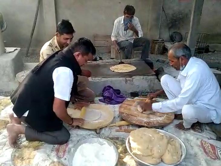 વડીયાના બરવાળા બાવળ ગામે વિપક્ષ નેતા ધાનાણીએ રોટલી વણી કટાક્ષમાં કહ્યું- 'બધાએ શિખવું જોઇએ એટલે કોઈ ભૂખ્યા રાખવાની ધમકી ન આપે'|અમરેલી,Amreli - Divya Bhaskar