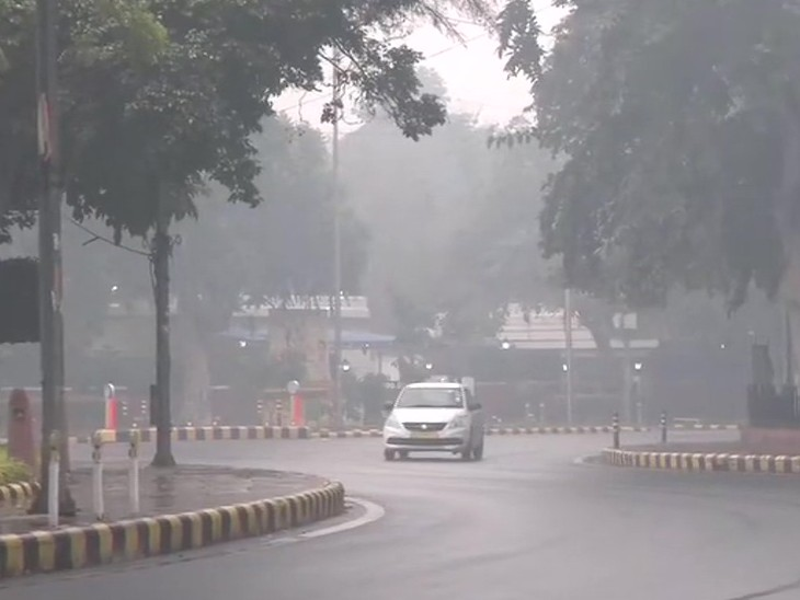 દિલ્હીના ઘણા વિસ્તારોમાં આજે હળવો વરસાદ થયો છે. સવારે 8.30 કલાકે જનપથનો ફોટો છે.