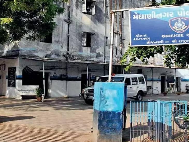 અમદાવાદના મેઘાણીનગરમાં મિત્રે 3 લાફા મારતાં ઉશ્કેરાયેલા યુવકે છરીના ઘા મારી હત્યા કરી, નાસ્તો કરતાં કરતાં 2 મિત્ર બાખડ્યા હતા|અમદાવાદ,Ahmedabad - Divya Bhaskar