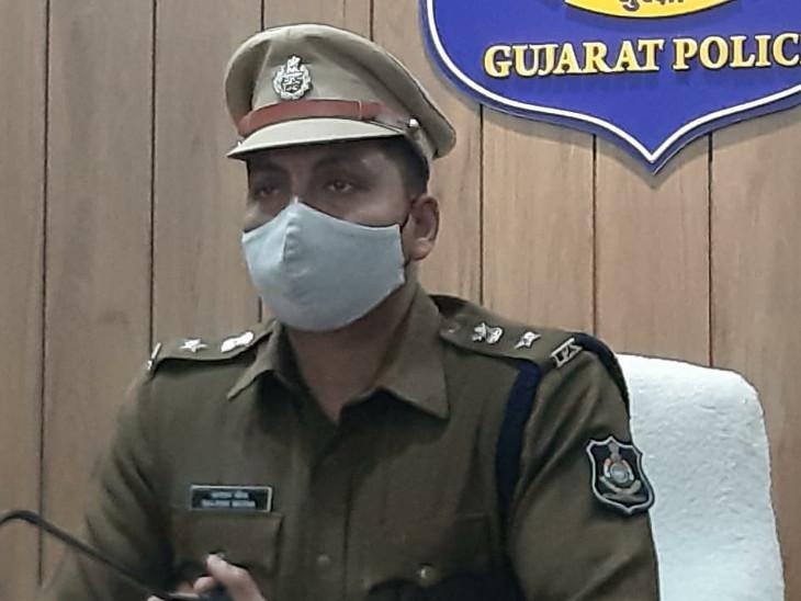 ગુજરાત એન્ટી લેન્ડ ગ્રેબીંગ હેઠળ વીરપુરમાં નિખિલ દોંગા ગેંગના ચાર શખ્સો વિરૂદ્ધ ગુનો, 75 વીઘા જમીનના દસ્તાવેજ કરી બે ખેડૂતની જમીન પચાવી હતી રાજકોટ,Rajkot - Divya Bhaskar