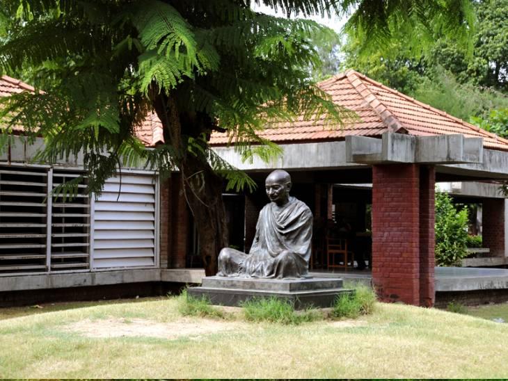 અમદાવાદમાં સાબરમતિ આશ્રમ 10 મહિના બાદ મુલાકાતીઓ માટે ખોલવામાં આવ્યો અમદાવાદ,Ahmedabad - Divya Bhaskar