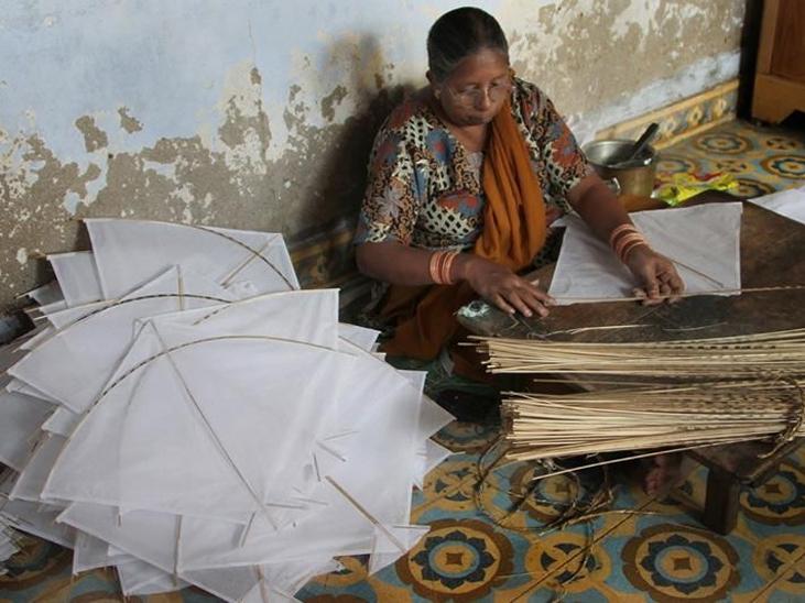 ખંભાતમાં અંદાજે 1000થી વધુ લોકો પતંગના વેપાર સાથે જોડાયેલા છે.