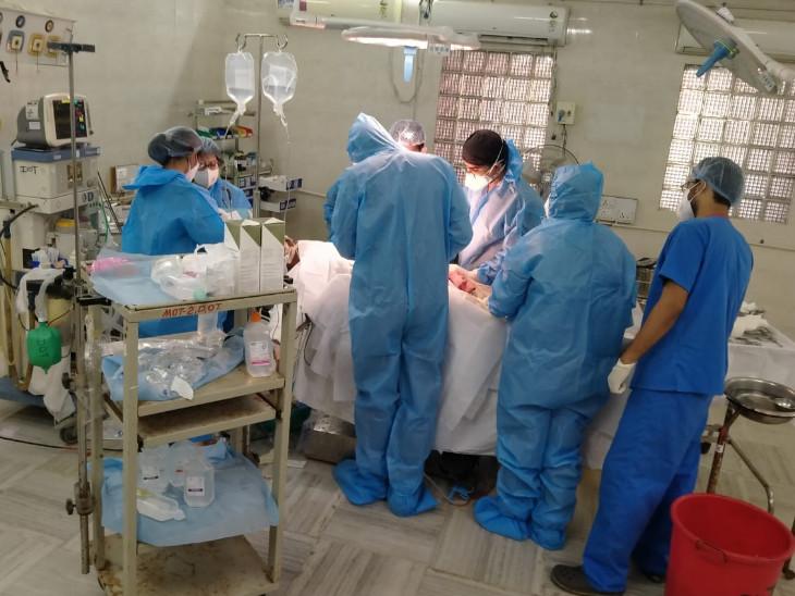 કોરોનાના કપરા કાળમાં વડોદરાની સયાજી હોસ્પિટલમાં 65 હજાર સર્જરી થઈ, 150 પોઝિટિવ મહિલાની સફળ પ્રસૂતિ, કોરોનાના 360 દર્દીની શસ્ત્રક્રિયા કરીને જીવનદાન આપ્યું|વડોદરા,Vadodara - Divya Bhaskar
