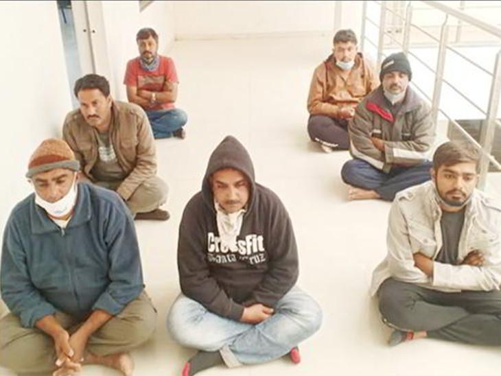 રાજકોટમાં અમુલ, બાગબાન, ડવની બ્રાન્ડેડ કંપનીના નામે ડુપ્લીકેટ ઘી, શેમ્પુ, તમાકુ અડધી કિંમતમાં અમદાવાદથી મેળવી ગ્રાહકોને પુરી કિંમતે ધાબડતા, 7 શખ્સની ધરપકડ|રાજકોટ,Rajkot - Divya Bhaskar