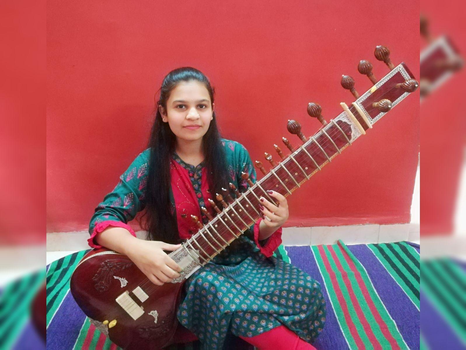 વંદીતા શાસ્ત્રી વાદ્ય સંગીત સ્પર્ધામાં રાજય કક્ષાએ પ્રથમ ક્રમે સુરત,Surat - Divya Bhaskar