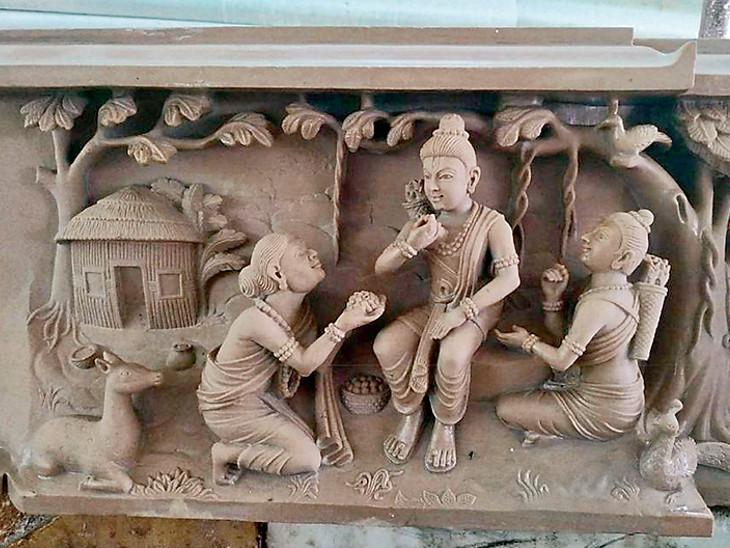 હાથ વડે નક્શીકામ કરાયેલી મૂર્તિઓ ભારતની સમૃદ્ધ સંસ્કૃતિ અને ઈતિહાસને દર્શાવે છે. તેમાં અરબી પ્રતીકોને પણ સામેલ કરાયાં છે.