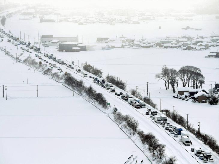 જાપાનમાં ભારે હિમવર્ષા, ચોતરફ બરફના થરઃ કાતિલ ઠંડી વચ્ચે મખમલી રેતીના ઢૂઆની સહેલગાહ; જર્મનીમાં 'મીઠી કોરોના વેક્સિન' ઈન્ડિયા,National - Divya Bhaskar